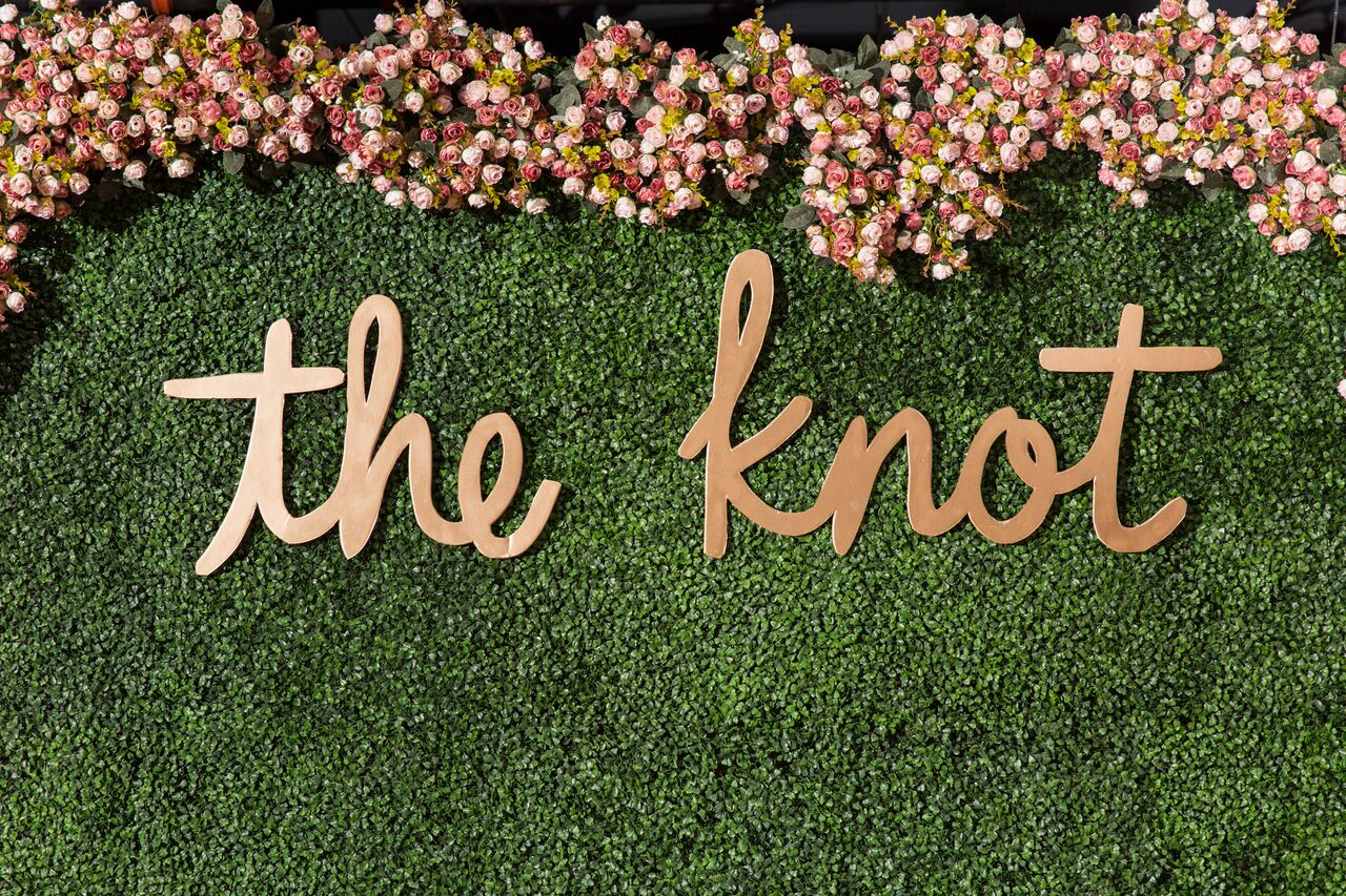 Get inspired with this greenery flower wall we created for our market mixer with The Knot! The perfect backdrop for photos at a wedding!