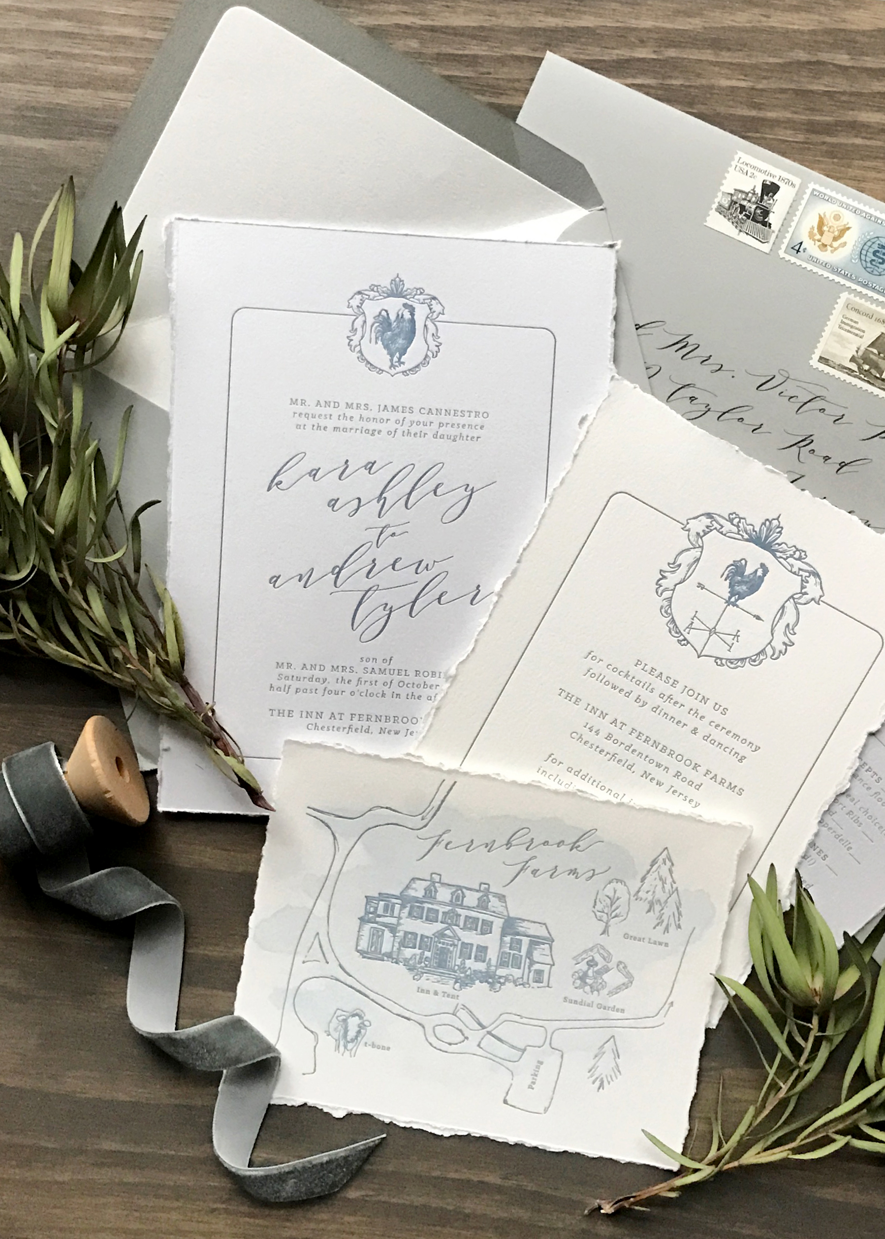 Romantic wedding invitations perfect for a chic garden wedding. Get inspiration and a full venue list on the blog!