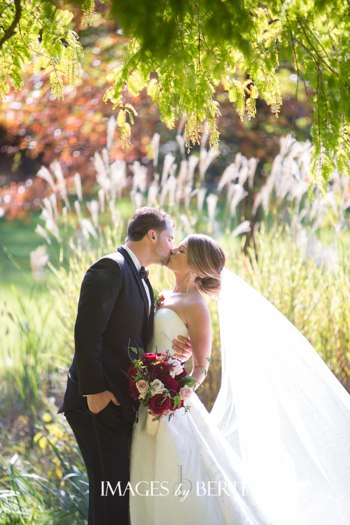 Find out where this dreamy garden wedding venue is and get inspiration for your own garden wedding. We share plenty of ideas along with a free printable of venues across the United States for your unique garden wedding.
