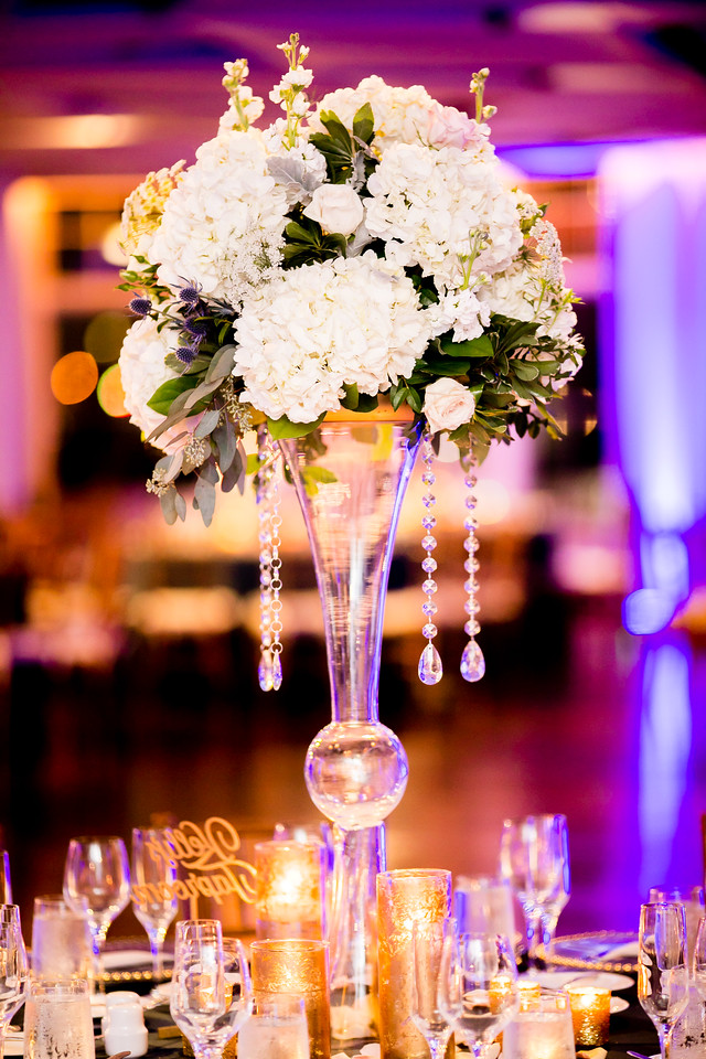 How gorgeous is this modern chic centerpiece we designed for our bride and groom?