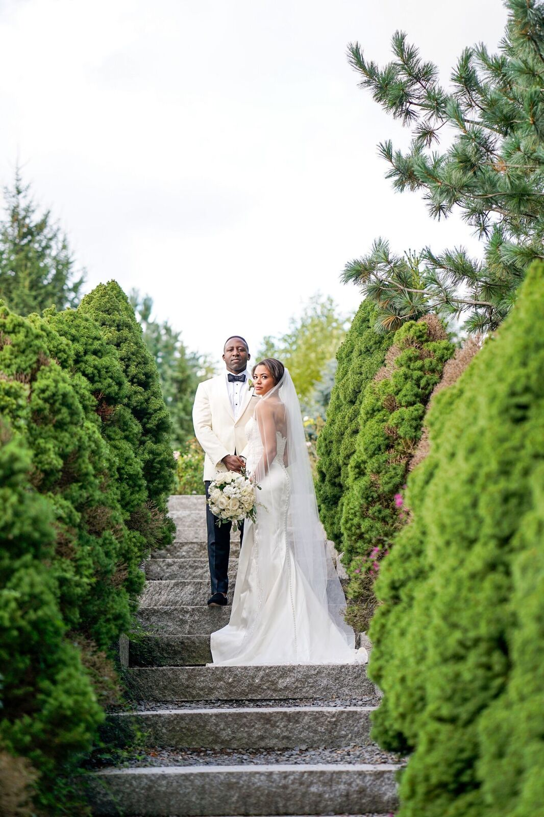 Garden wedding inspiration plus venues every engaged couple should consider and how to make your garden wedding unique! Read the blog to get ideas and get the free printable venue guide.