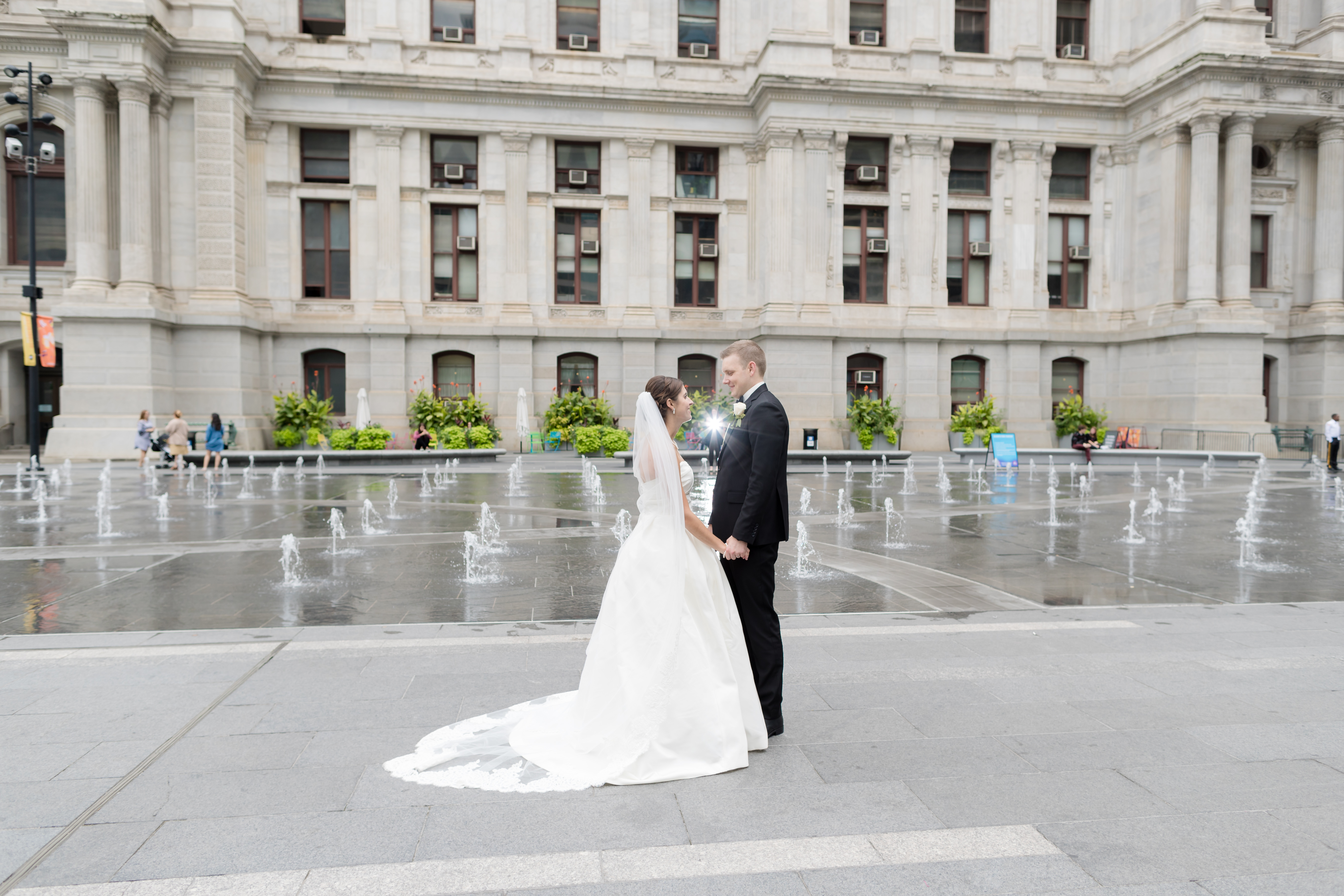 bride and groom in philadelphia